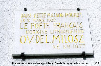 Une plaque commémorative est apposée sur la maison d'O. V. de L. Milosz à Fontainebleau
